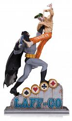 DC: Batman vs the Joker Laff CO Battle Statue