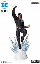 DC Comics: Superman Black Suit 1:3 Scale Statue