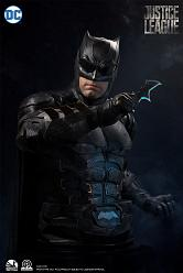 DC Comics: Justice League - Batman Tactical Batsuit 1:1 Scale Bu