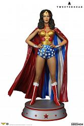 DC Comics: Wonder Woman Cape Variant Maquette