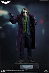 DC Comics: The Dark Knight - The Joker Regular Edition 1:4 Scale