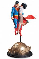DC Comics Designer Statue Superman & Lois Lane by Tim Bruckner 4