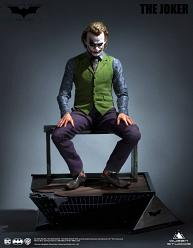 DC Comics: The Dark Knight - Joker Special Version 1:3 Scale Sta