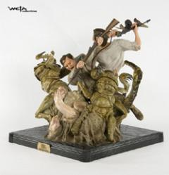 King Kong - Jack and Denhams Revine Struggle WETA Statue