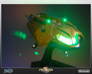 Metroid Prime Hunters: Gunship Statue (Orange) with Light