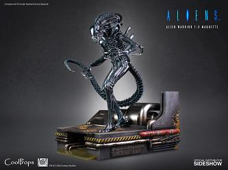 Aliens: Deluxe Alien Warrior 1:3 Scale Maquette