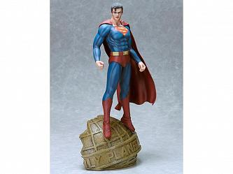 DC Comics: Superman 1:6 scale Statue by Luis Royo