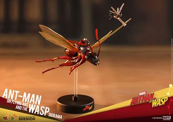 Marvel: Ant-Man on Flying Ant and The Wasp Diorama