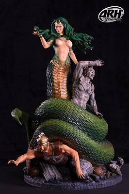Medusa Victorious 1:4 scale polystone statue