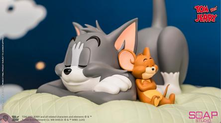 Tom and Jerry: Sweet Dreams Statue
